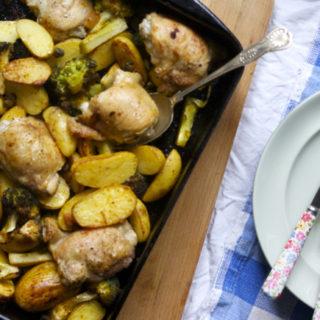 Chicken2Bthigh2Bbroccoli2Bnew2Bpotato2Btraybake